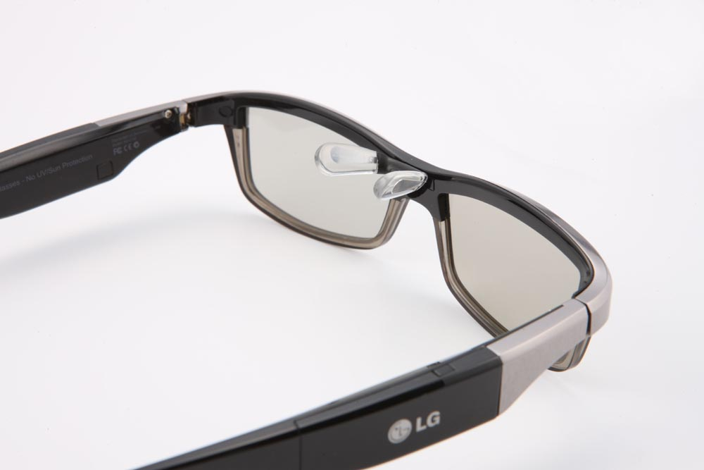 Behind shot of the LG 3D Glasses facing 30-degrees to the right, with the nose pads extended outwards