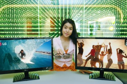 A model is presenting the LG Cinema 3D Monitor on the desk
