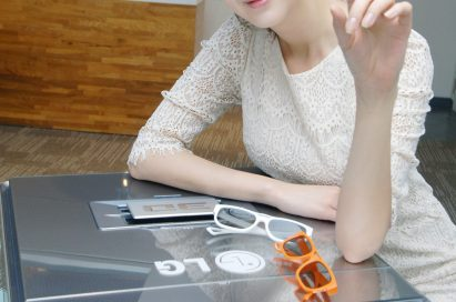 A model wearing 3D glasses presents the CF3DAT CINEMA 3D projector