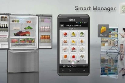 An infographic showing how Smart Manager works with an LG refrigerator and smartphone