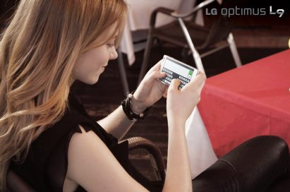 A lady types a message on the LG OPTIMUS L9 phone.