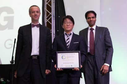 "Frederic Paille, managing director of CPI Industry, Shin Joon-seok, general manager of LG Electronics Gulf, and B.Surendar, editorial director of CPI Industry take a picture together to celebrate LG receiving the ""Best Project Award"" from Climate Control Middle East for its LG Electronics Gulf FZE project"