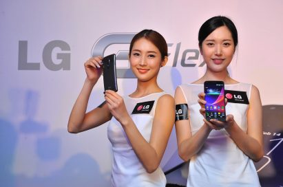 Two models are introducing LG G Flex – each showing the back and the front of LG G Flex.