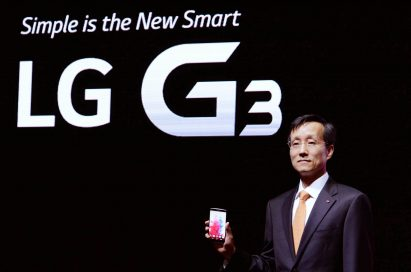 """Jong-seok Park, the President and CEO of LG Electronics Mobile Communications Company is showing the LG G3 in front of a back wall saying """"Simple is the New Smart, LG G3""""."""