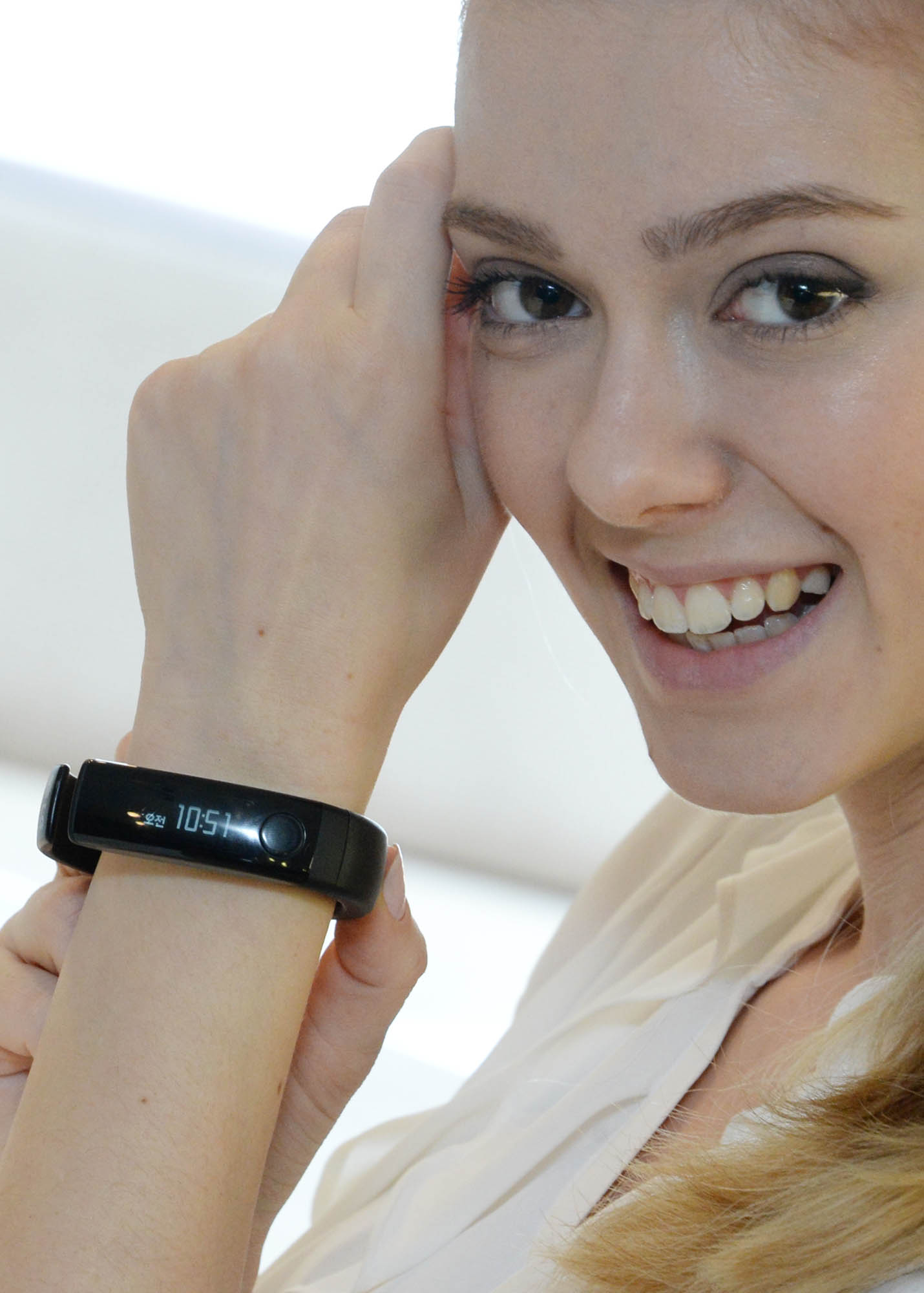 A model is demonstrating LG Lifeband Touch