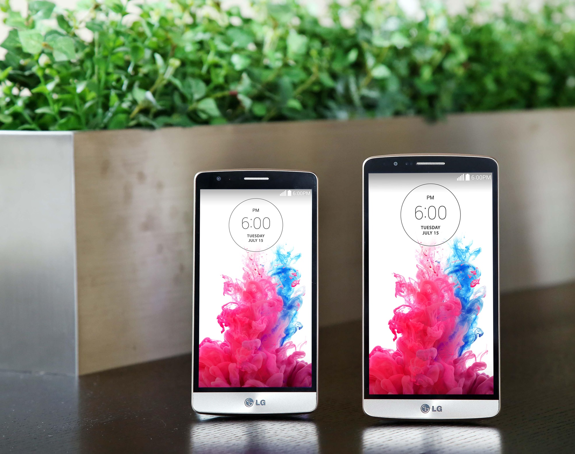 A LG G3 and a LG G3 Beat are displayed on a table.