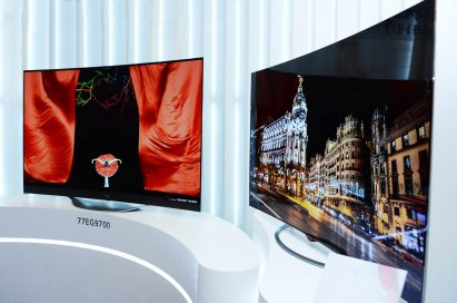 Side view of LG 4K OLED TV models 65EC9700 and 77EG9700 on display