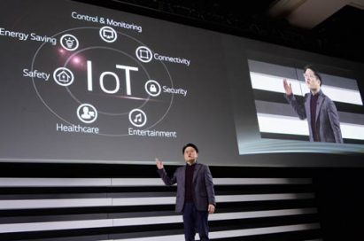 "Ahn Seung-kwon, president and chief technology officer of LG, introduces its IoT strategy and platform ""webOS 2.0"" at the global press conference held at CES 2015."
