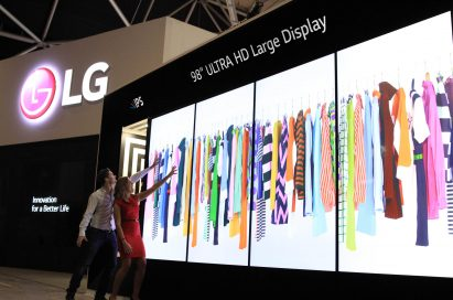 Two models demonstrating the Virtual Fitting function on LG's 98-inch ULTRA HD Digital Signage at ISE 2015