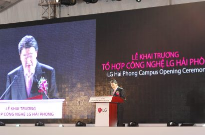 Koo Bon-joon, vice chairman and CEO of LG Electronics, makes a speech at the opening ceremony for LG Haiphong Campus.