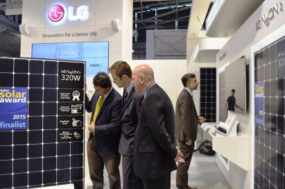 People surround and discuss the LG NeON™ 2 at LG's Intersolar Europe booth.