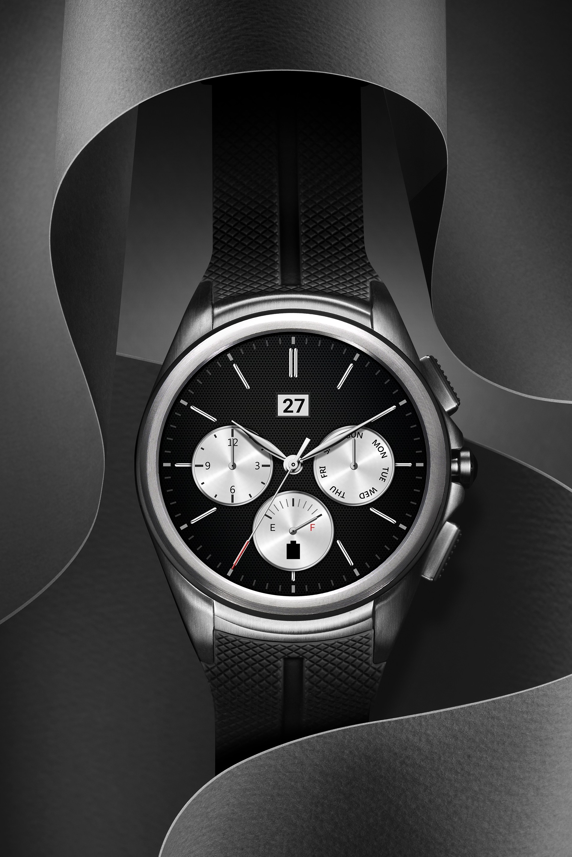 The front side of the LG Watch Urbane 2nd Edition in Space Black