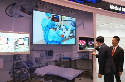 Two visitors take a closer look at the LG Surgical Monitor at RSNA® 2016