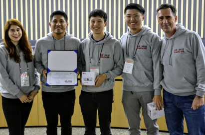 Winners of LG HR Garage competition pose with their award and prizes