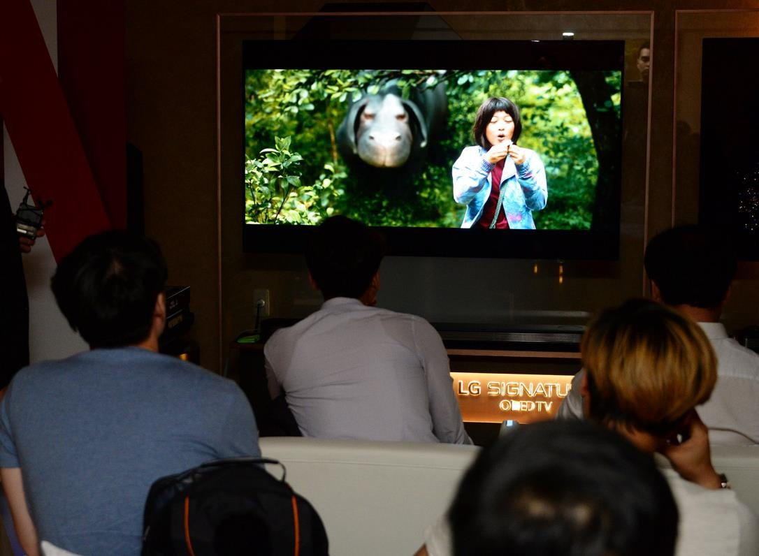 Viewers watching the Netflix series Okja on LG's 2017 model SIGNATURE OLED TV W