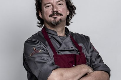 Chef Kolja Kleeberg in chef's outfit crossing his arms