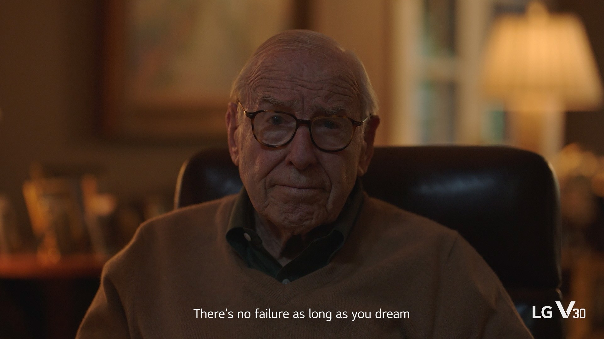 Screenshot of an LG advertisement featuring octogenarian astronaut Jim Lovell experiencing a moonwalk in VR, with the help of the LG V30 and Google Daydream