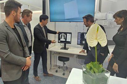 An LG representative demonstrates LG Medical Monitors to medical professionals at Medica 2017
