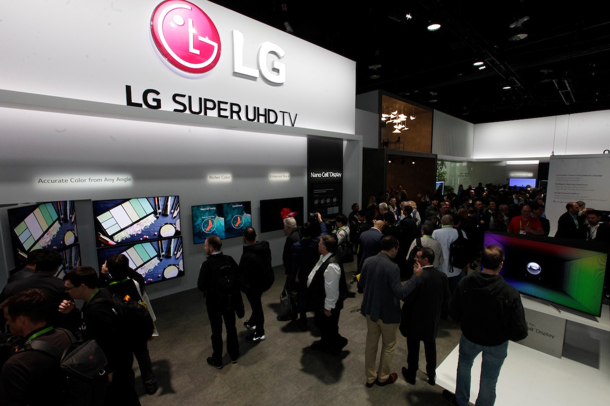 View of the LG SUPER UHD TV zone with attendees examining various displays that showcase the superior picture quality of LG's TVs