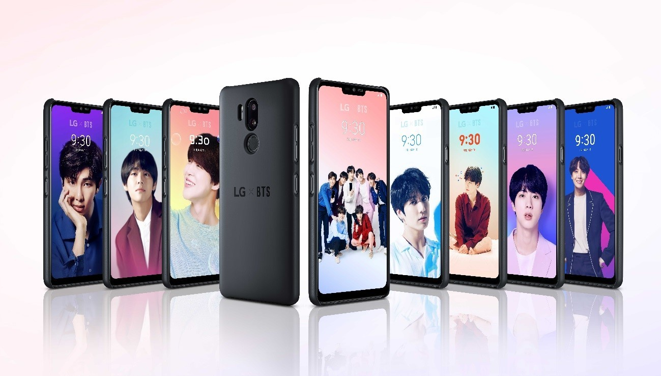 A string of the LG G7 ThinQ smartphones attached to the BTS Smart Case display images of BTS members.