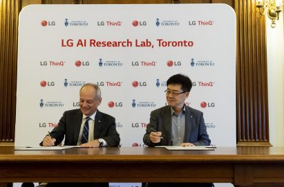 Dr. I.P. Park, LG Electronics' president and chief technology officer, with University of Toronto president, Meric Gertler, signing the new agreement.