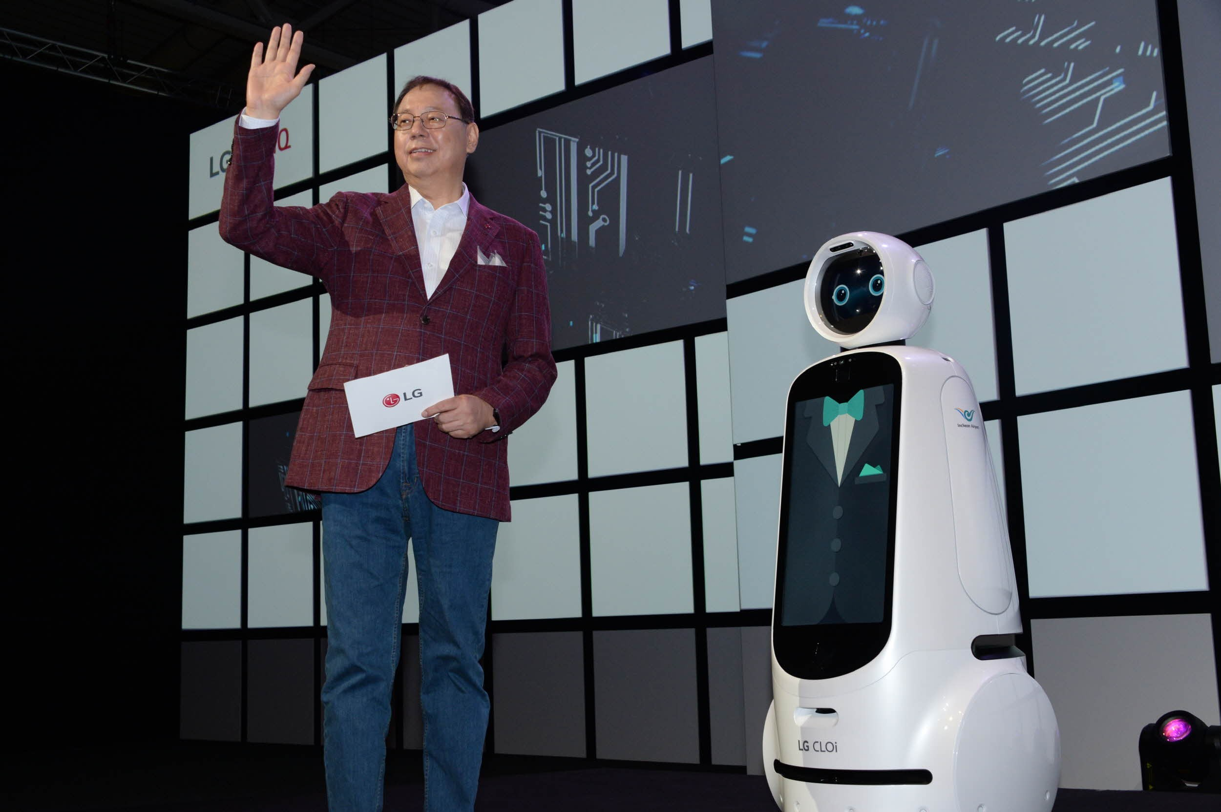 LG Electronics chief executive officer, Jo Seong-jin, stands right next to the LG CLOi robot.
