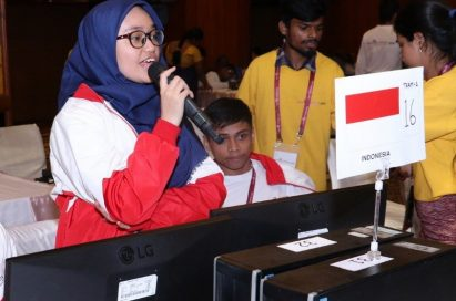 A couple of participants from Indonesia working on the monitors