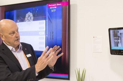 An event attendant explains the intuitive LG Pro:Centric platform.