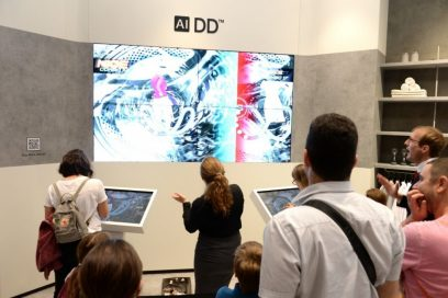 Two visitors play the 6Motion Challenge game which was designed to demonstrate how LG's AI DD technology works.