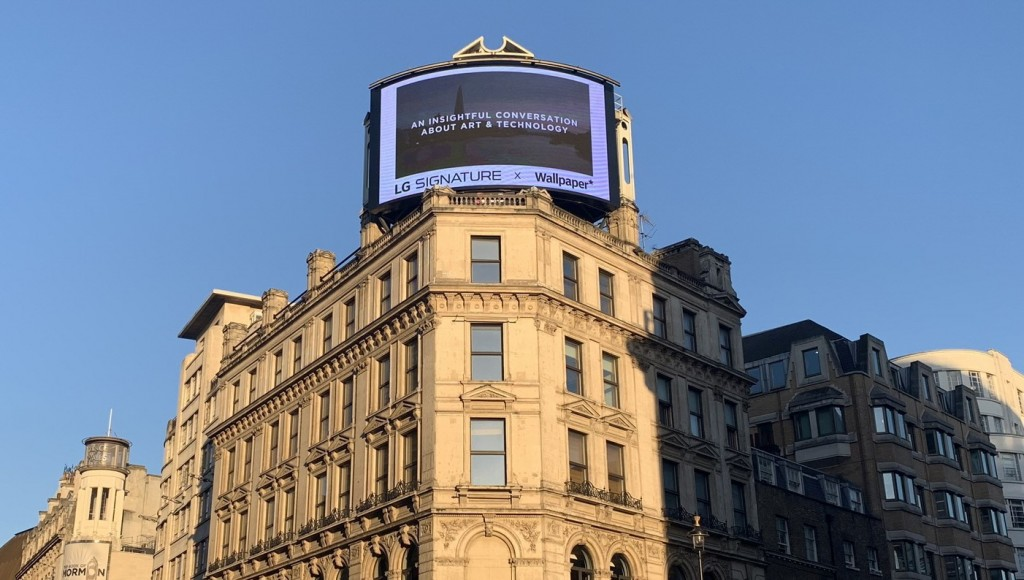 LG's promotional video for LG SIGNATURE is displayed on the screen of a large digital signage in Piccadilly Circus, London.