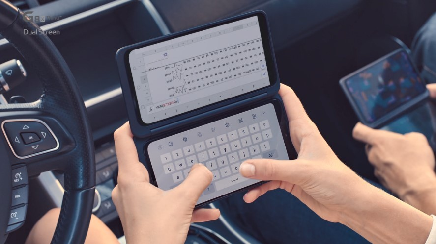 Two people using LG G8X ThinQ with Dual Screen while in a car.