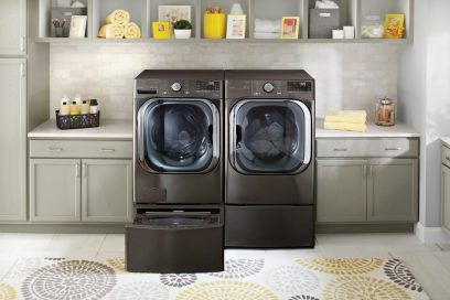 Front view of LG ThinQ™ front-load washing machine with AI DD™.