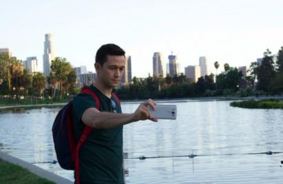 Famous actor Joseph Gordon-Levitt takes a selfie with the LG V10 in front of a picturesque lake