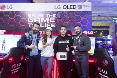 Winners pose with YouTube duo GRamers after being awarded special prizes from LG.