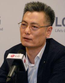 LG Mobile Communications Company president Hwang Jeong-hwan