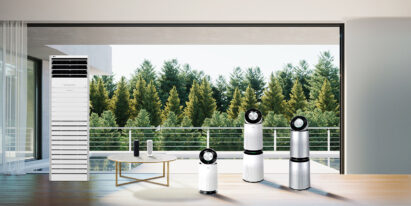A whole lineup of LG PuriCare, including the big capacity commercial model, PuriCare Mini air purifiers, PuriCare 360 models and PuriCare Pet, standing in a living room with a green scenery