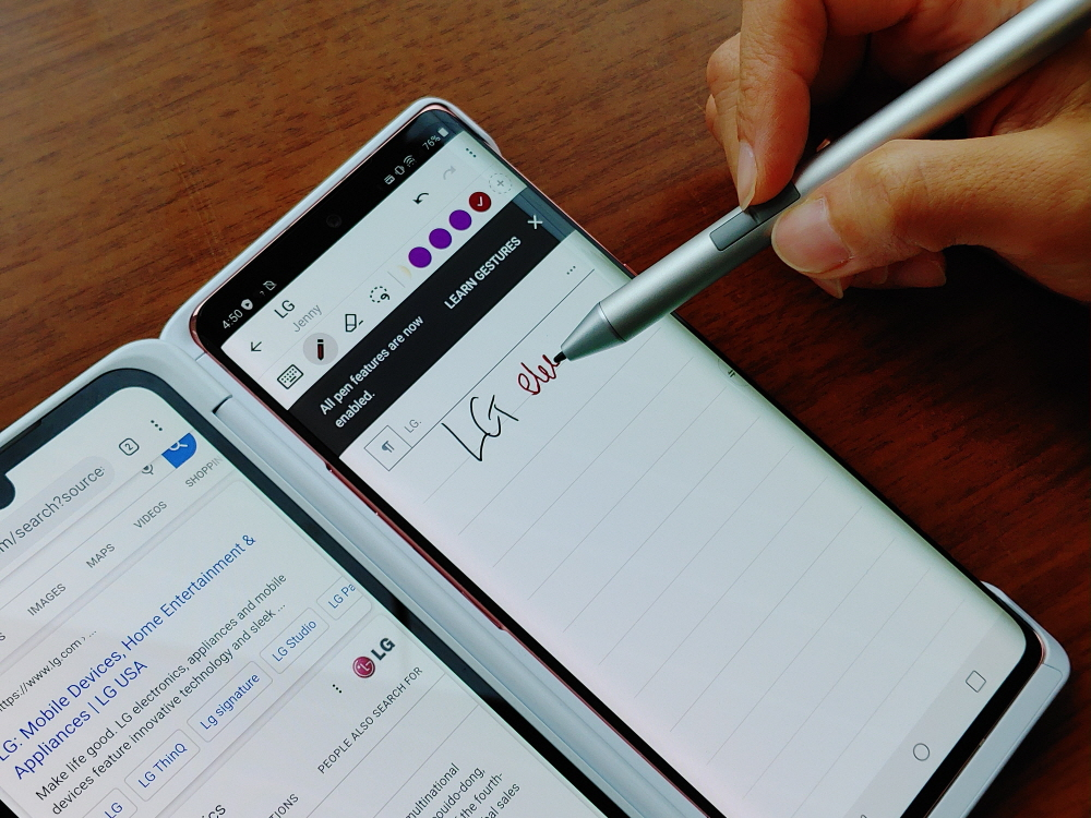 Someone uses LG VELVET and Dual Screen to search for LG Electronics on Google with one screen while taking notes with the active pen on the other