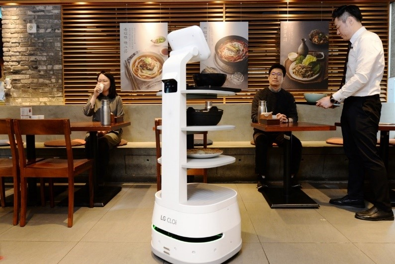 LG CLOi ServeBot safely delivering meals to customers to help minimize interactions between staff and diners