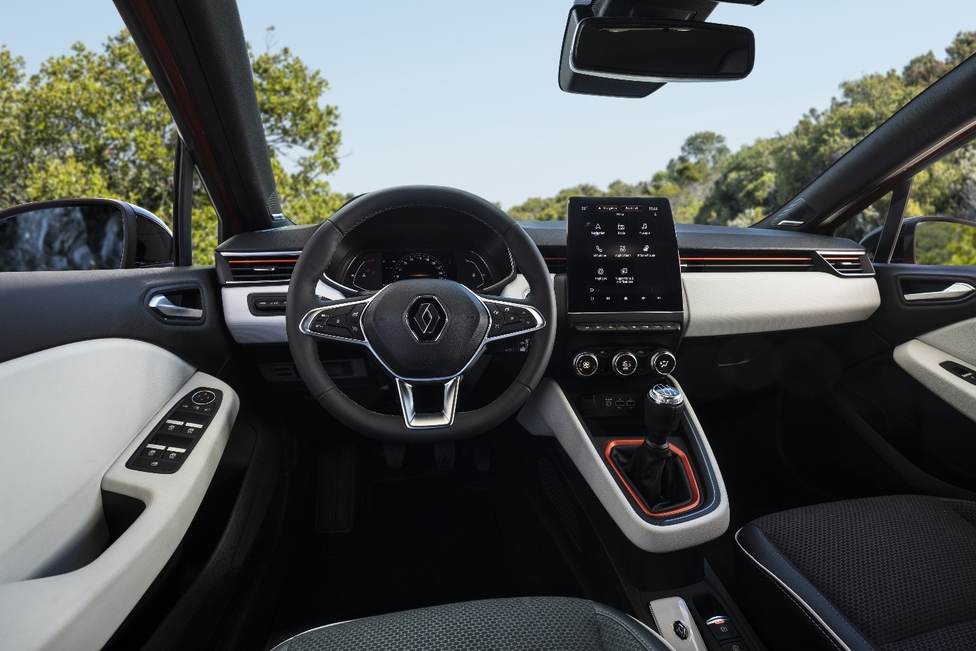 The interior of a Renault vehicle boasting LG's innovation award-winning Center Information Display (CID) that provides the driver with various information and settings for the car's audio, video and navigation systems