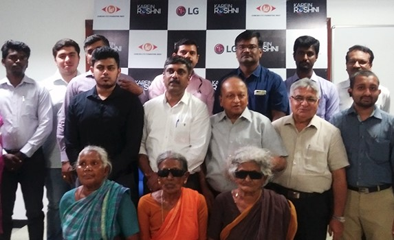 Patients and doctors gather for a group photo to celebrate the success of LG India's Karein Roshni program for the poorer citizens suffering visual impairment