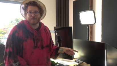 Famous German YouTuber Ungespielt introducing LG UltraGear™ gaming monitor and its many benefits to viewers during a video.